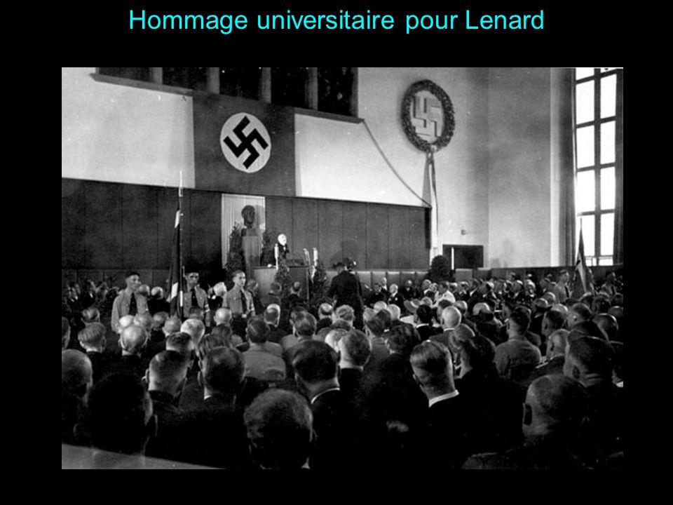 Ph. Lenard recevant son diplôme honoris causa de luniversité de Heidelberg