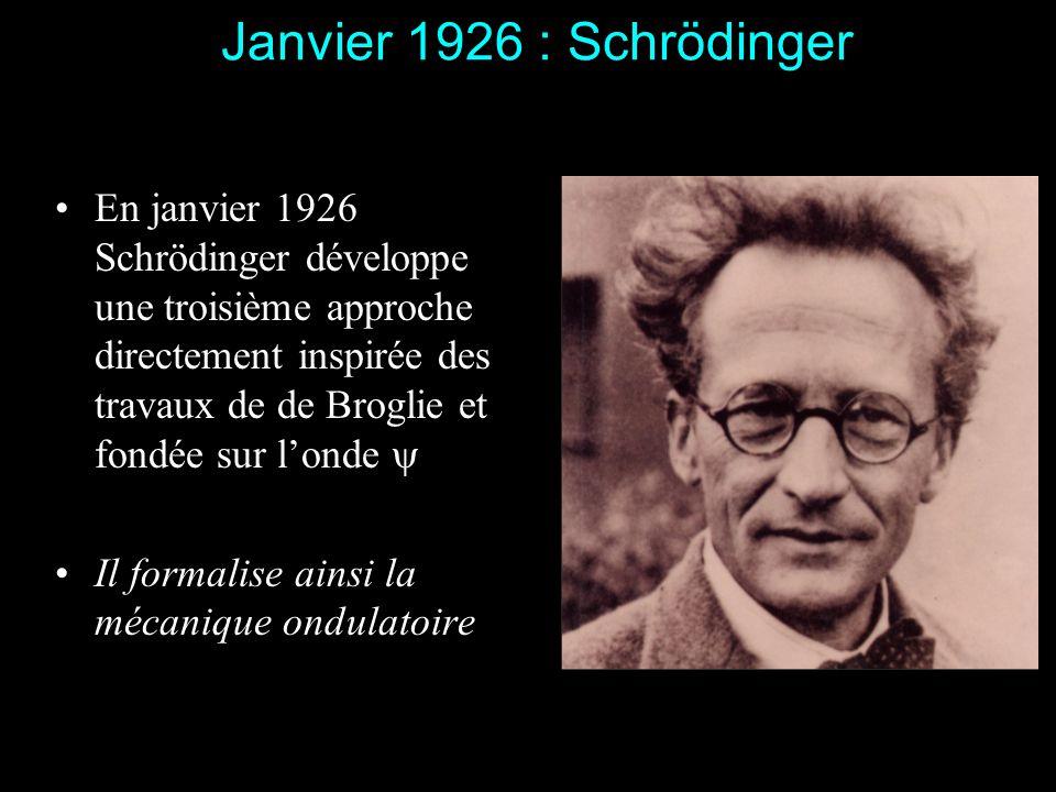 En août 1925 le directeur de thèse de Dirac, Fowler, lui montre larticle dHeisenberg Dirac sy plonge totalement pendant dix jours Un dimanche, au cour