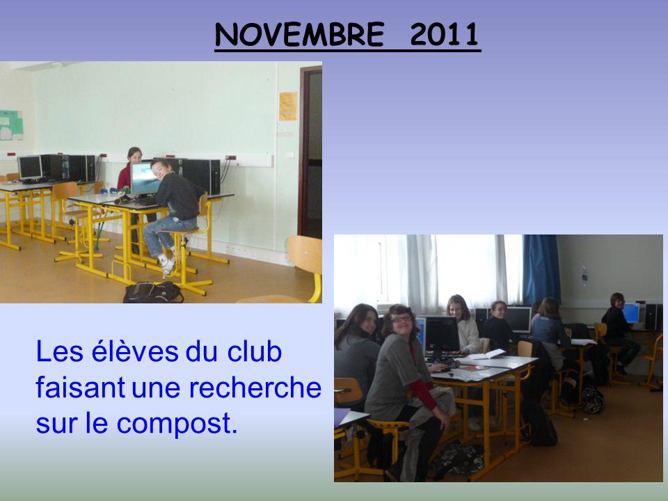 NOVEMBRE 2011 Les élèves du club faisant une recherche sur le compost.