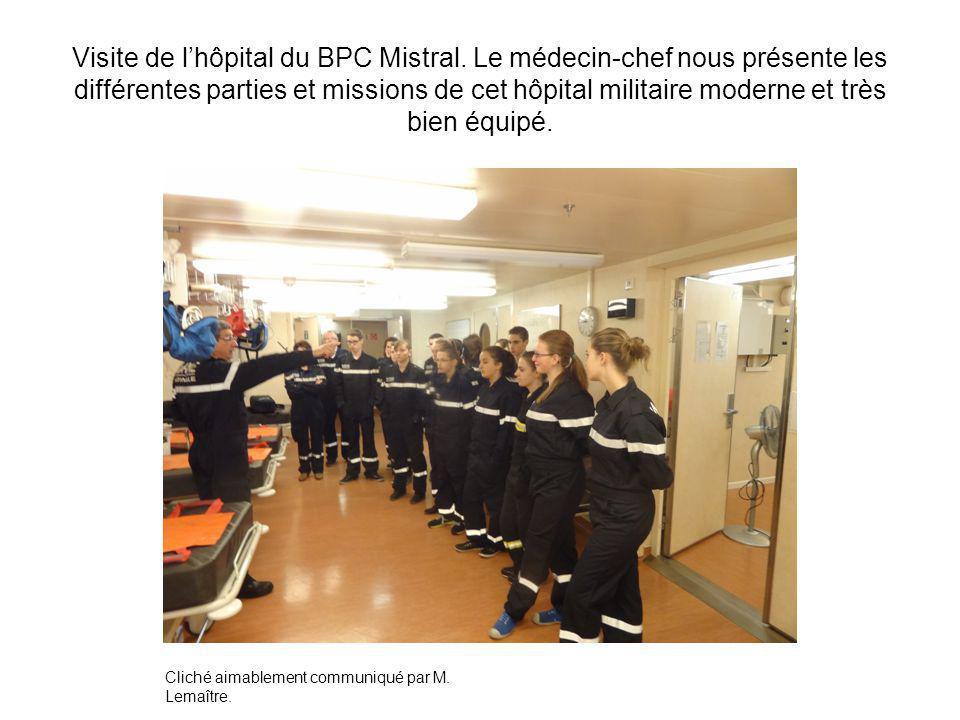 Visite de lhôpital du BPC Mistral. Le médecin-chef nous présente les différentes parties et missions de cet hôpital militaire moderne et très bien équ