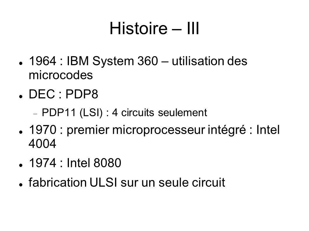 Processeur - caractéristiques Un processeur est caractérisé par : la largeur de ses registres internes de manipulation de données (8, 16, 32, 64, 128 bits) ; la cadence de son horloge exprimée en MHz ou GHz le nombre de noyaux de calcul (core) ; son jeu d instructions (ISA en anglais, Instructions Set Architecture) dépendant de la famille (CISC, RISC, etc) ; sa finesse de gravure exprimée en nm (nanomètres) et sa microarchitecture.