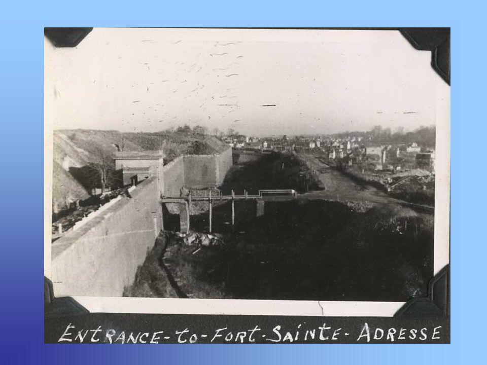 Le fort à la libération Il est dans un premier temps occupé par les troupes américaines, suivies en 1958 par un peloton de Gendarmerie Mobile sy installant jusquen 1962, puis arrive un escadron du service de mobilisation du 74ème régiment dinfanterie jusquen 1972, date à laquelle le fort est abandonné par larmée.