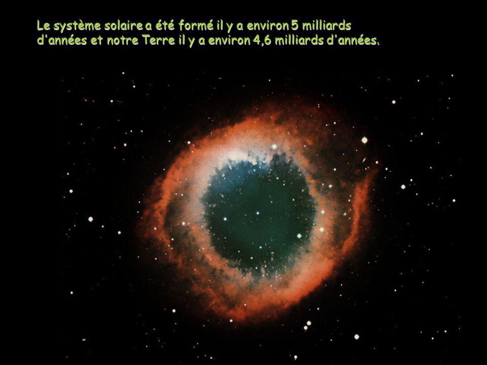 Le système solaire a été formé il y a environ 5 milliards d'années et notre Terre il y a environ 4,6 milliards d'années.