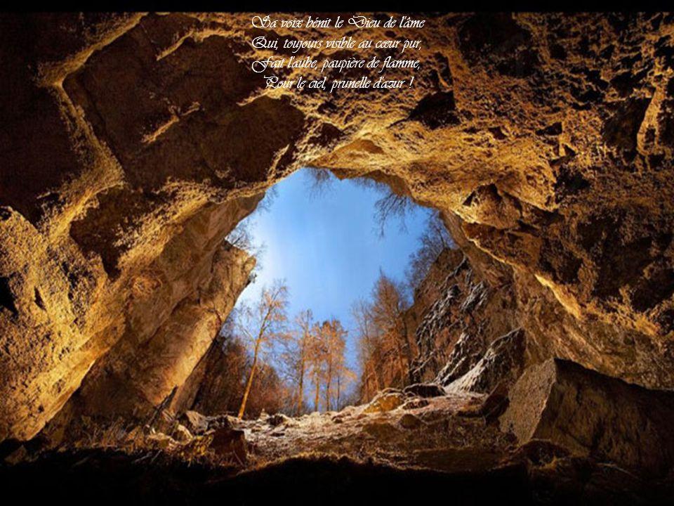 Sa voix bénit le Dieu de l âme Qui, toujours visible au cœur pur, Fait l aube, paupière de flamme, Pour le ciel, prunelle d azur !