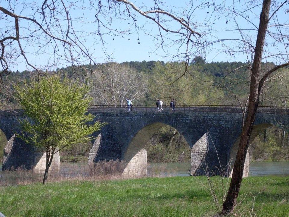 Pont Médiéval Charles Martel, accès à la Roque sur Cèze