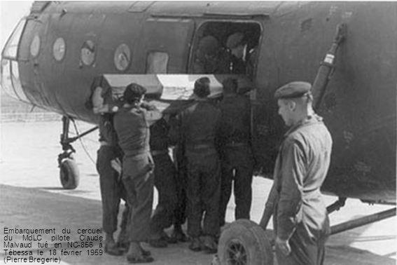 Embarquement du cercueil du MdLC pilote Claude Malvaud tué en NC-856 à Tébessa le 18 février 1959 (Pierre Bregerie)