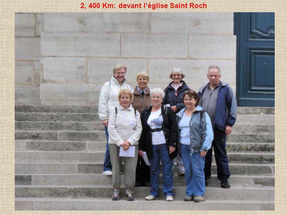 2, 400 Km: devant léglise Saint Roch