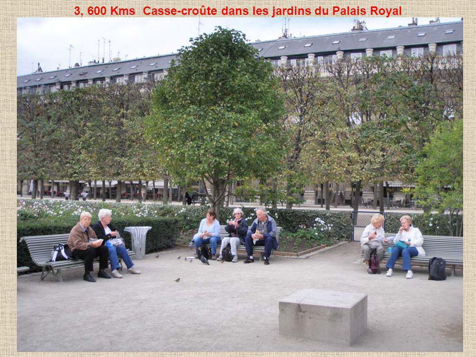 3, 600 Kms Casse-croûte dans les jardins du Palais Royal