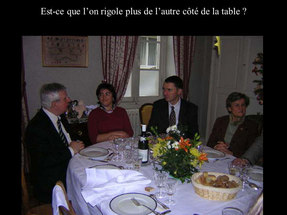 Est-ce que lon rigole plus de lautre côté de la table ?