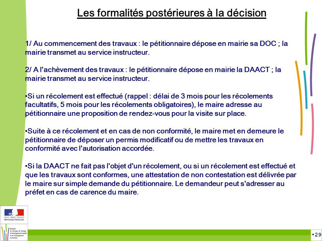 29 Les formalités postérieures à la décision 1/ Au commencement des travaux : le pétitionnaire dépose en mairie sa DOC ; la mairie transmet au service