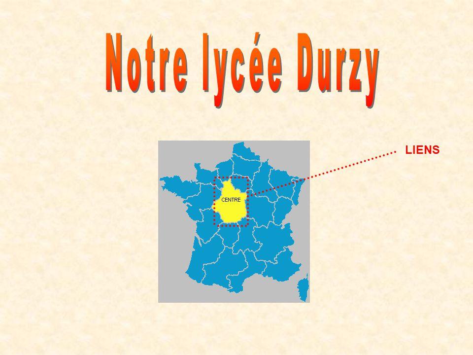 Ici, sarrête la découverte du Lycée Durzy…..Le parking et les arrêts de bus.