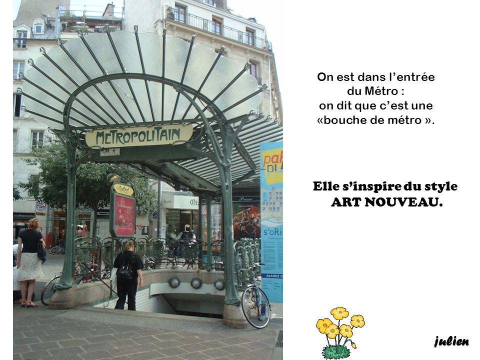 On est partis à Paris, on a attendu le métro.Les portes du métro se ferment très vite .