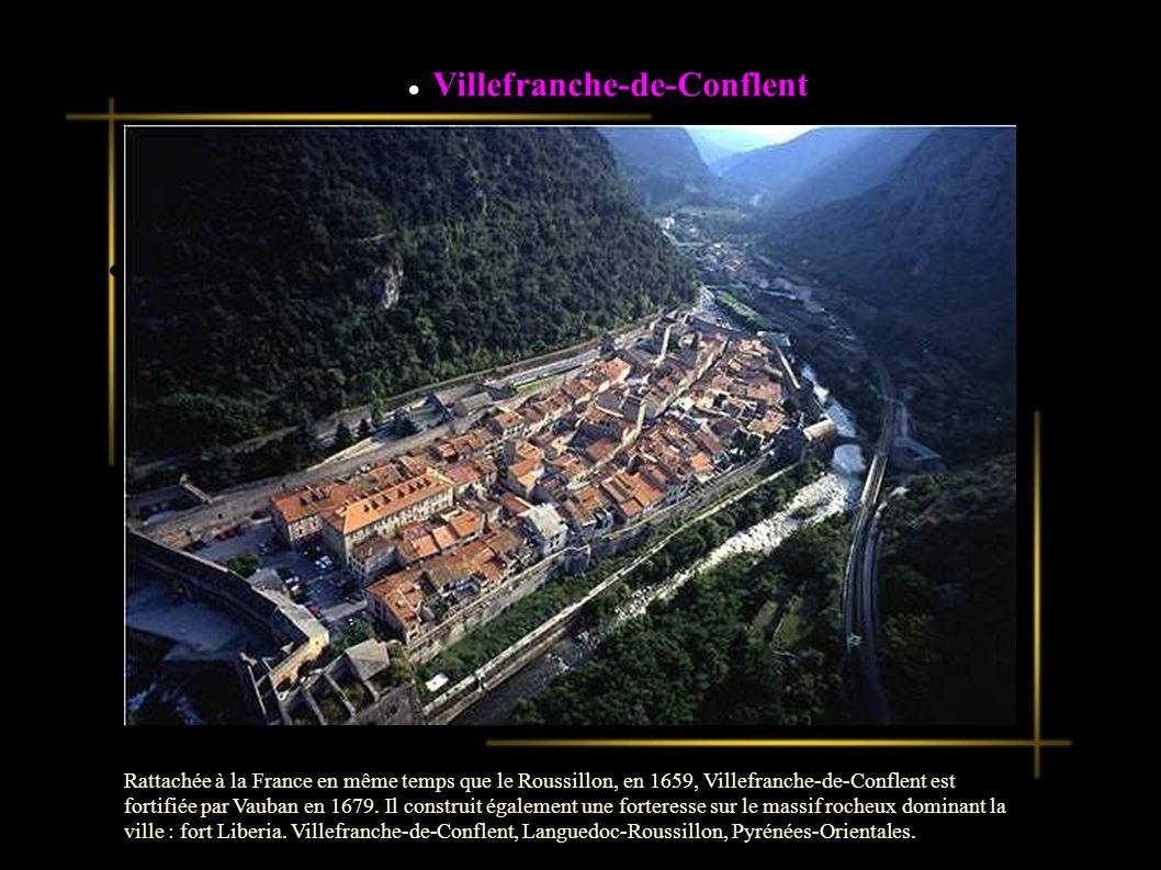 La cité de Villefranche-de-Confluent, au creux de la vallée encaissée de la Têt, a été transformée par Vauban en 1679.