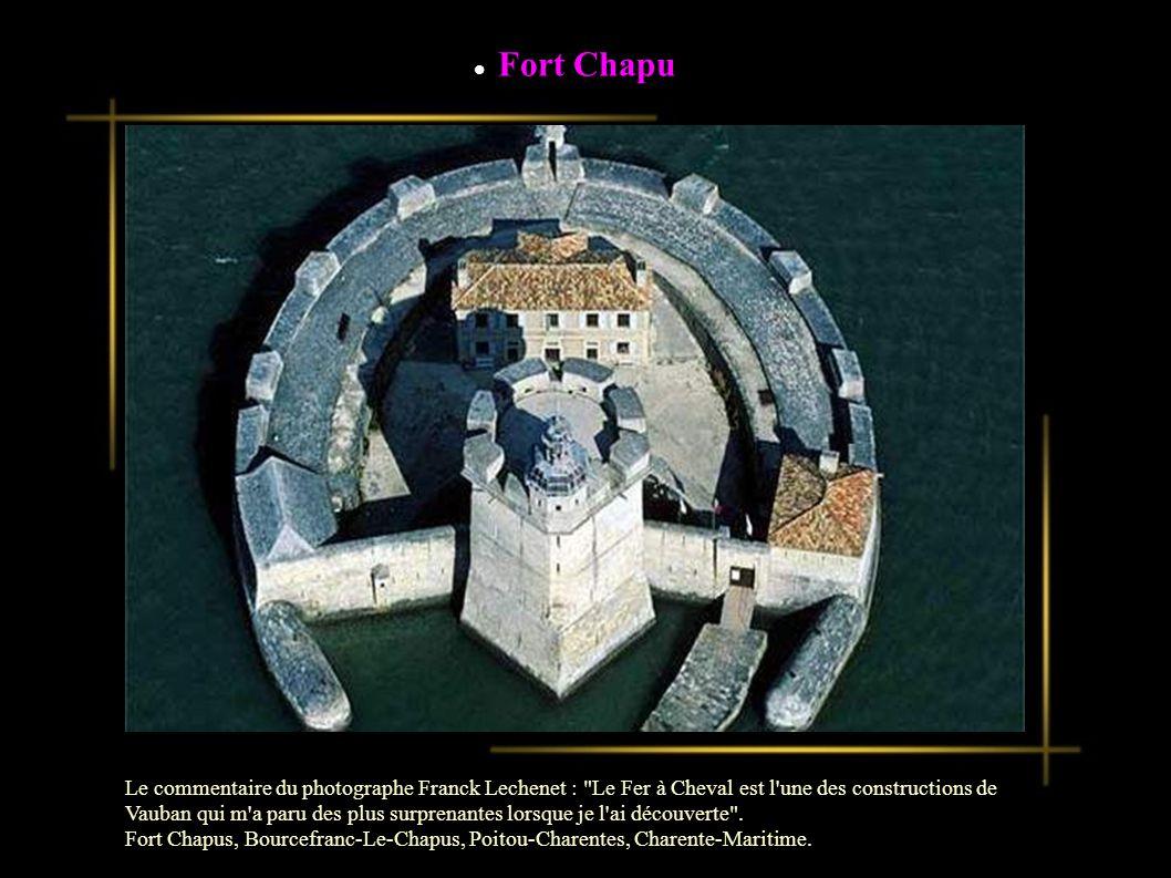 Embrun Le commentaire du photographe Franck Lechenet : Embrun fut fortifiée par Vauban au XVIIe siècle mais disposait déjà d une protection naturelle, perchée comme elle est sur sa plate-forme rocheuse. Embrun, PACA, Hautes-Alpes.