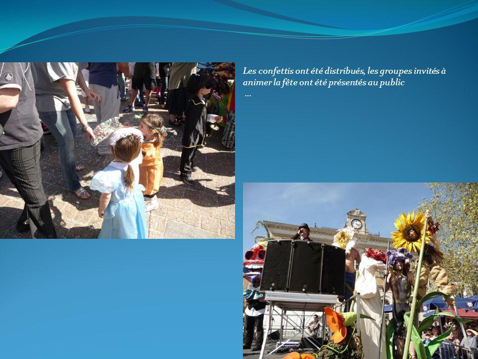 Les confettis ont été distribués, les groupes invités à animer la fête ont été présentés au public …