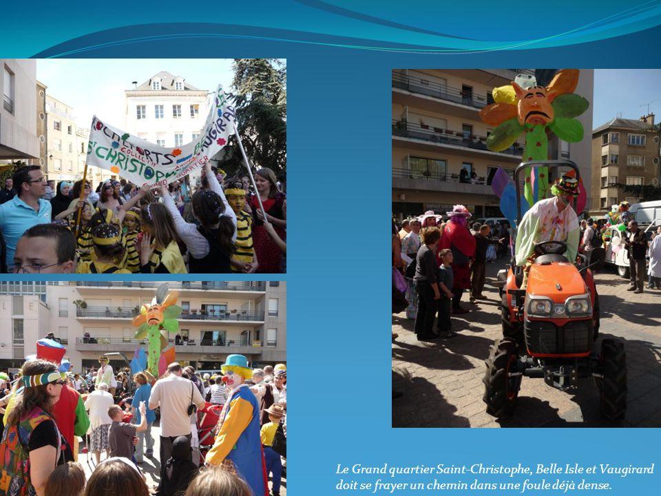 Le Grand quartier Saint-Christophe, Belle Isle et Vaugirard doit se frayer un chemin dans une foule déjà dense.