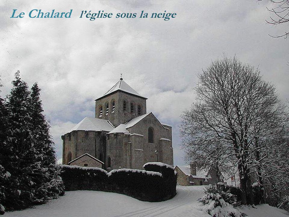 Le Chalard léglise sous la neige