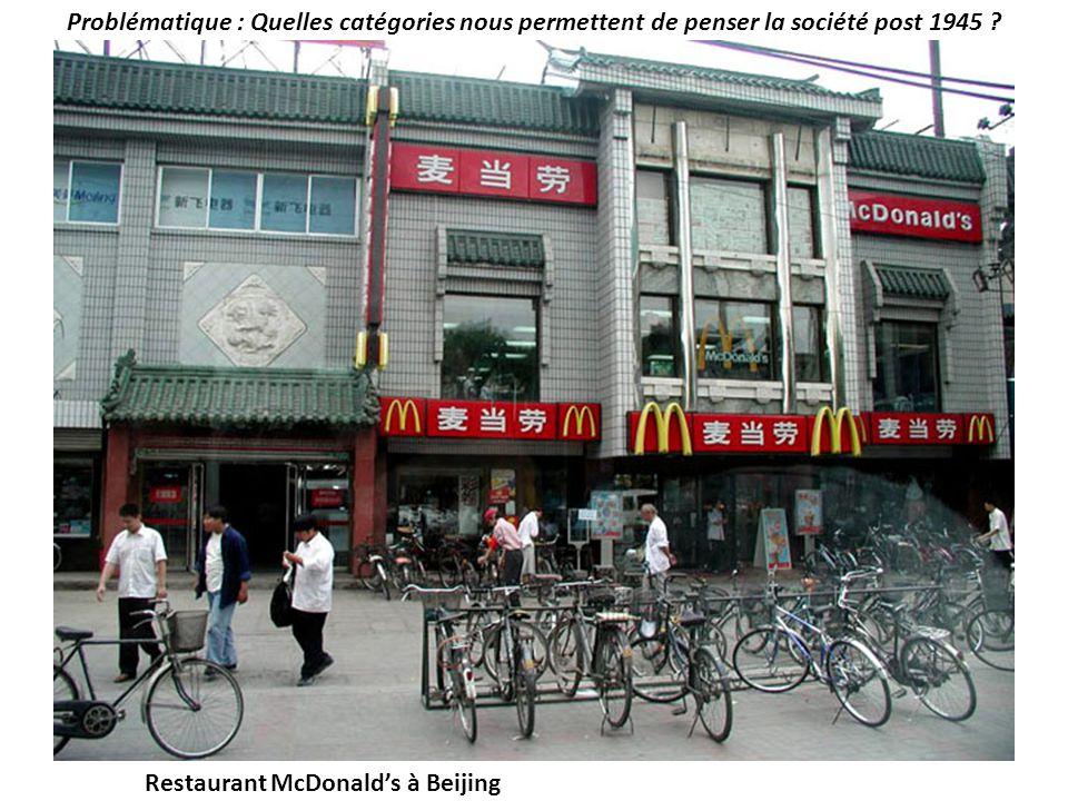 Problématique : Quelles catégories nous permettent de penser la société post 1945 ? Restaurant McDonalds à Beijing