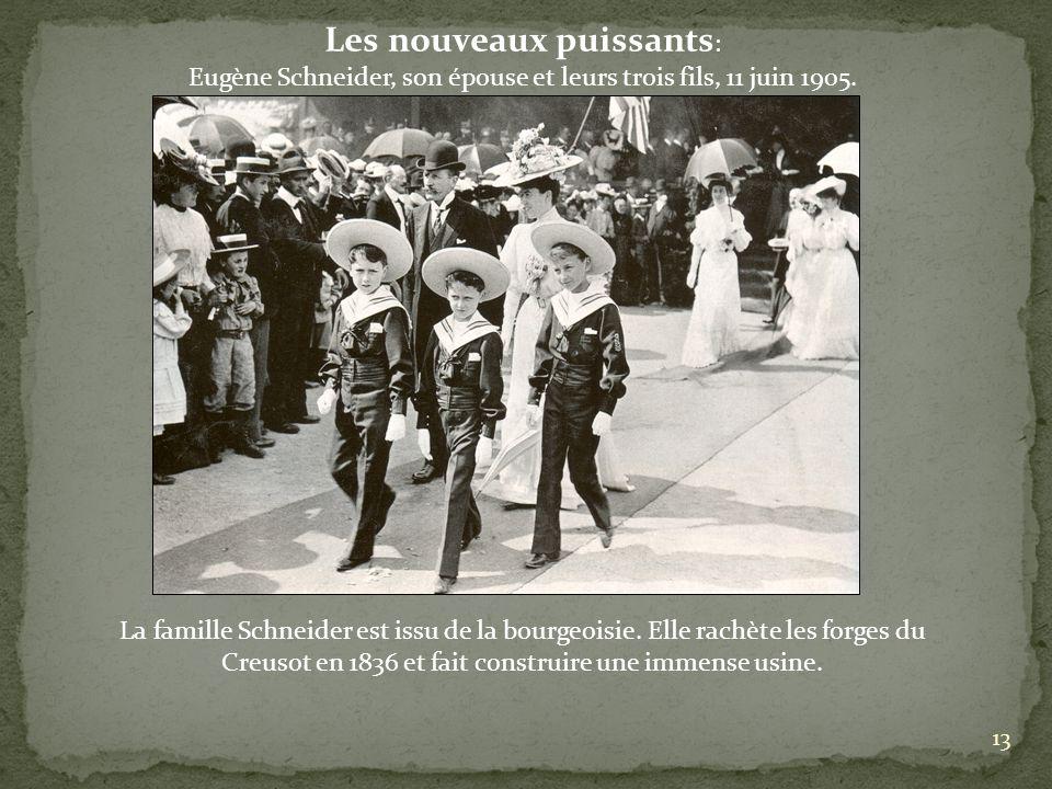 Les nouveaux puissants : Eugène Schneider, son épouse et leurs trois fils, 11 juin 1905. La famille Schneider est issu de la bourgeoisie. Elle rachète