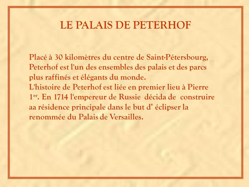 Placé à 30 kilomètres du centre de Saint-Pétersbourg, Peterhof est l un des ensembles des palais et des parcs plus raffinés et élégants du monde.