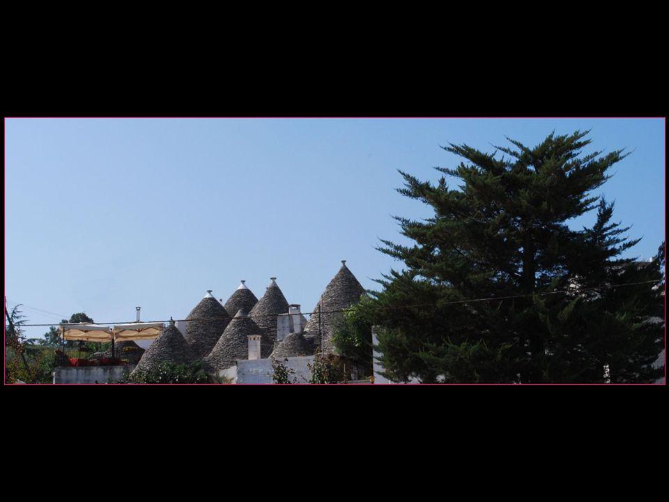 on en compte environ 1500 trulli dans les deux quartiers Monti et Aia piccola dAlberobello tous deux classés au patrimoine mondial de lUNESCO