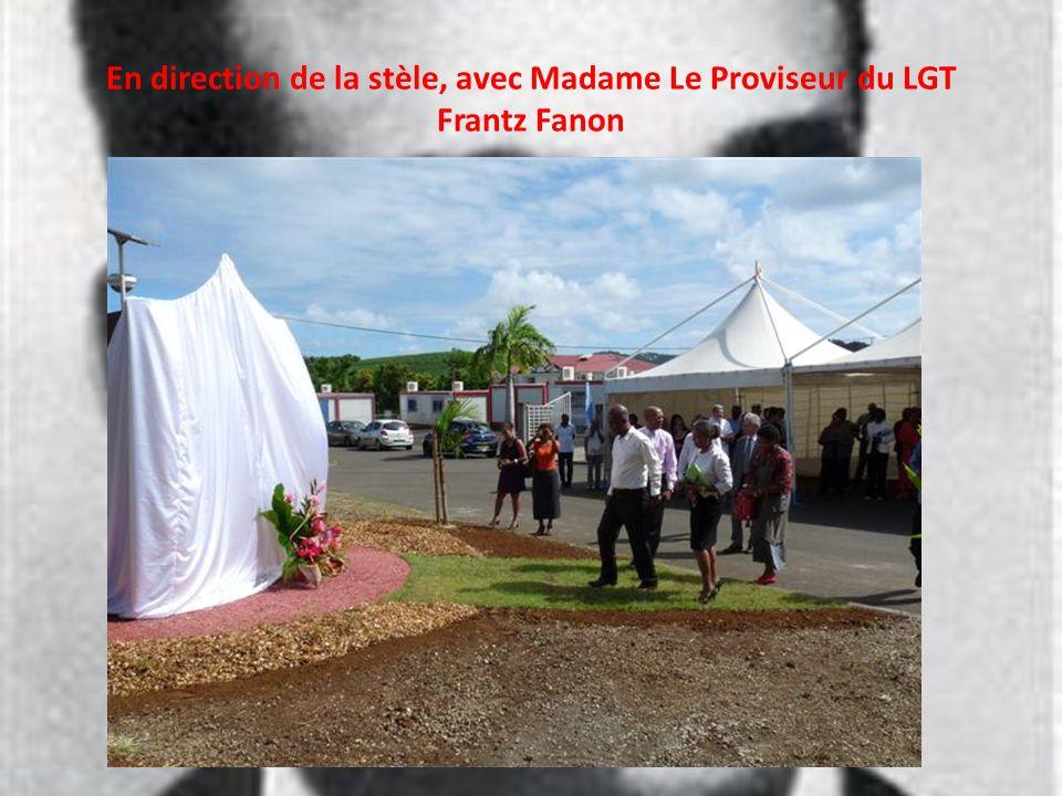 En direction de la stèle, avec Madame Le Proviseur du LGT Frantz Fanon