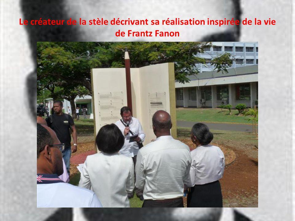 Le créateur de la stèle décrivant sa réalisation inspirée de la vie de Frantz Fanon