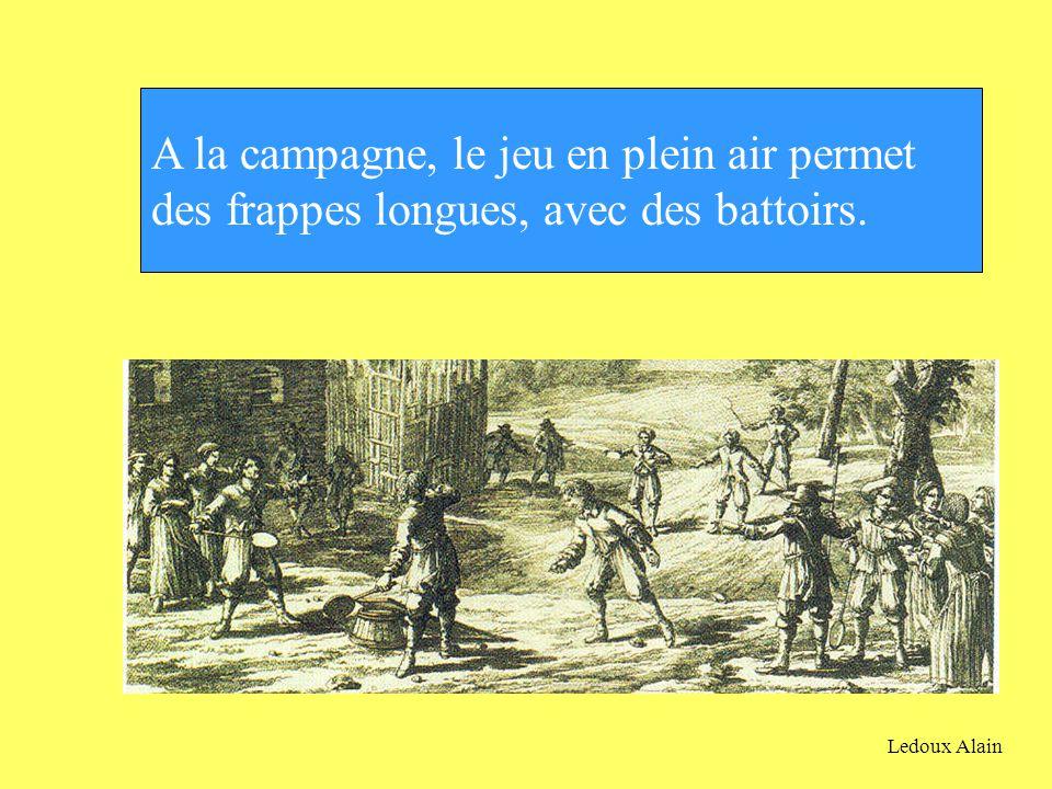 A la campagne, le jeu en plein air permet des frappes longues, avec des battoirs. Ledoux Alain