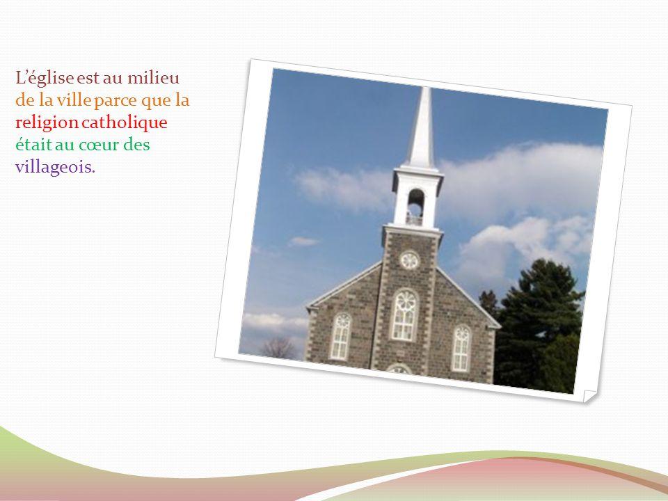 Léglise est au milieu de la ville parce que la religion catholique était au cœur des villageois.