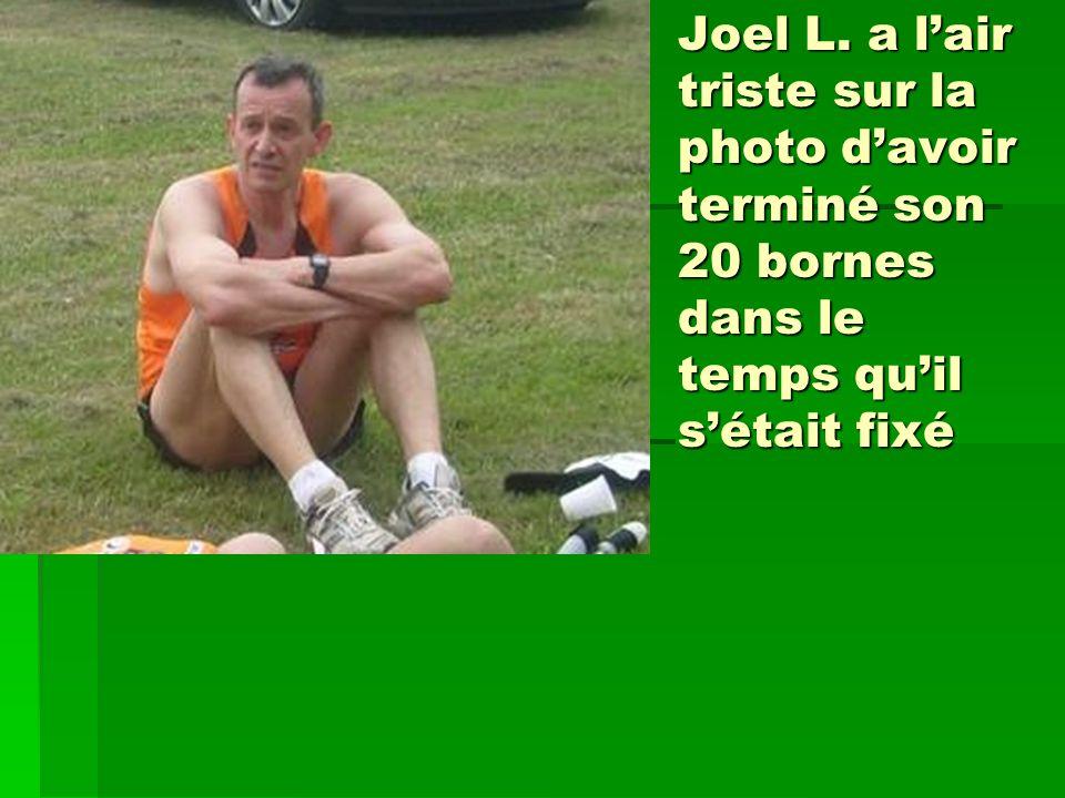 Joel L. a lair triste sur la photo davoir terminé son 20 bornes dans le temps quil sétait fixé