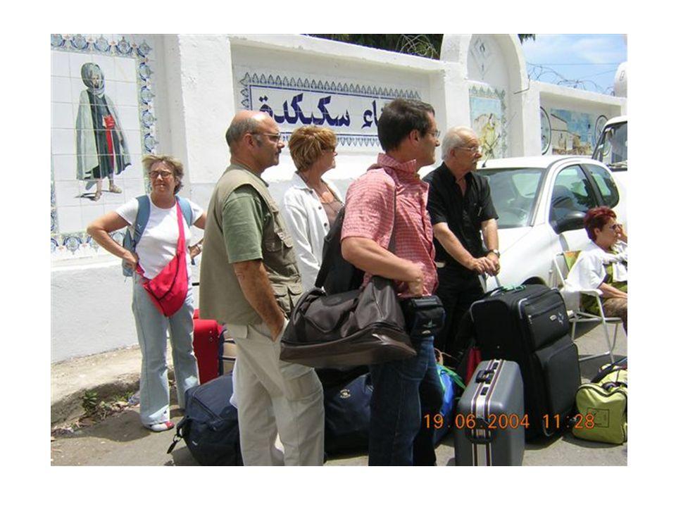 L accueil à SKIKDA… Les amis sont là pour réceptionner ceux qu ils attendaient avec impatience
