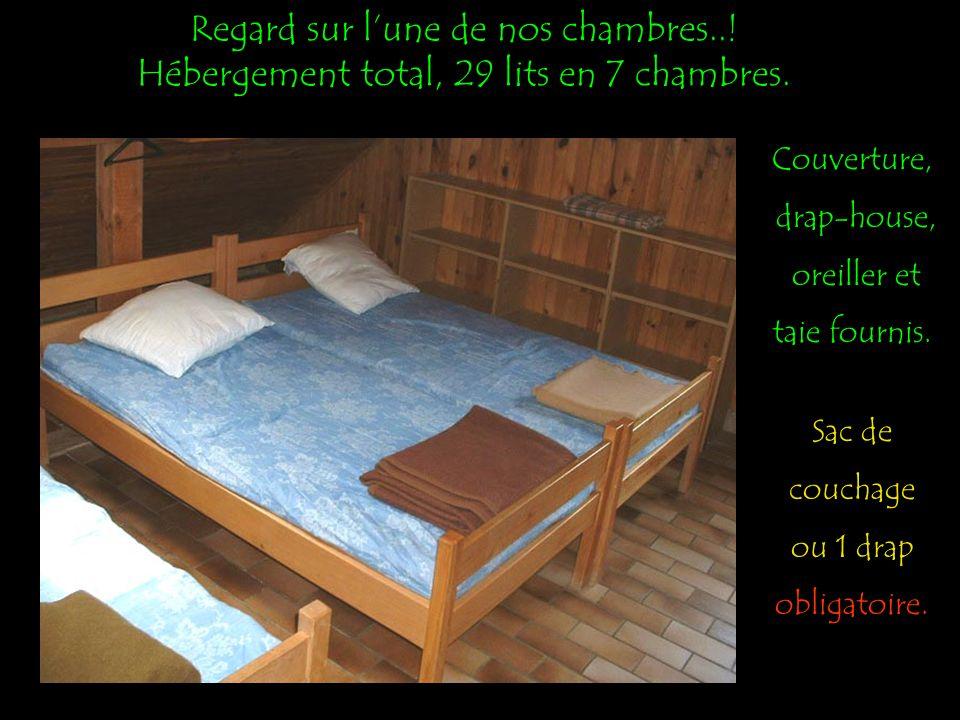 Regard sur lune de nos chambres...Hébergement total, 29 lits en 7 chambres.
