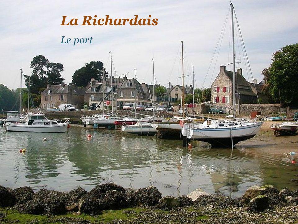 La plage de Saint-Énogat Lîle Harbour D i n a r d