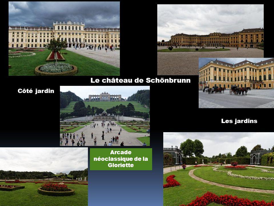 Les palais et les jardins du Belvédère La force et lintelligence symbolisées par le sphinx
