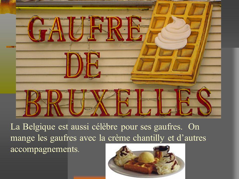 La Belgique est aussi célèbre pour ses gaufres. On mange les gaufres avec la crème chantilly et dautres accompagnements.