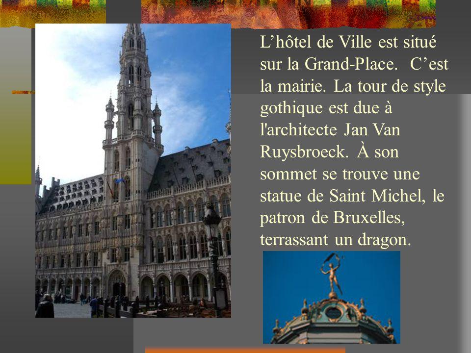 Lhôtel de Ville est situé sur la Grand-Place. Cest la mairie. La tour de style gothique est due à l'architecte Jan Van Ruysbroeck. À son sommet se tro
