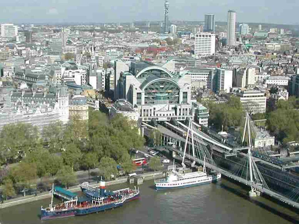 La Millennium Wheel se trouve en face de Westminster et est lune des roues les plus hautes dEurope : 135 mètres. Sa structure rappelle celle dune roue