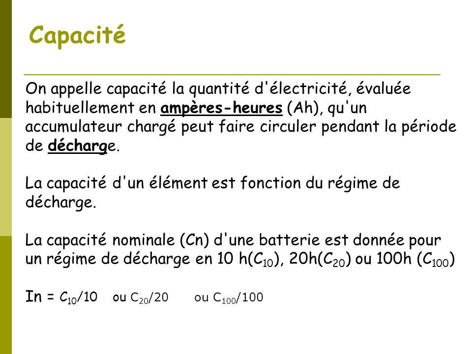 Capacité On appelle capacité la quantité d'électricité, évaluée habituellement en ampères-heures (Ah), qu'un accumulateur chargé peut faire circuler p