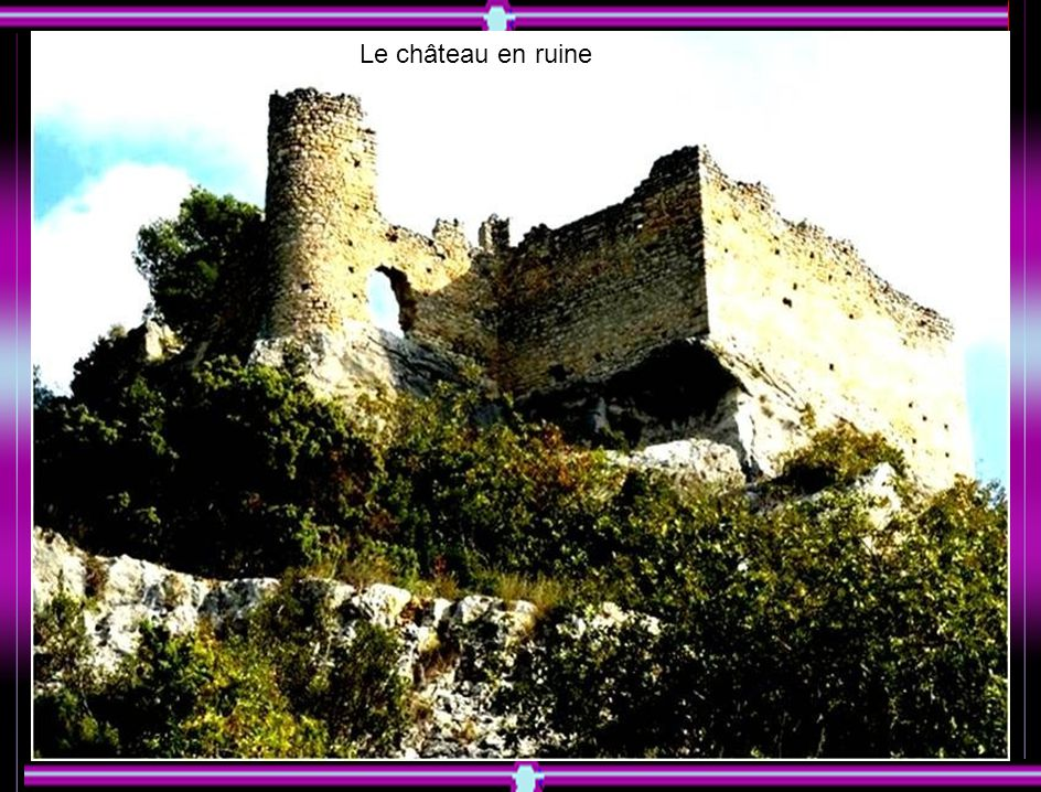 Les vestiges du château de la Fontaine de Vaucluse