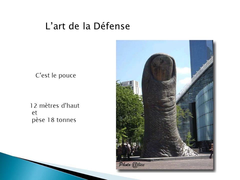 Lart de la Défense C'est le pouce 12 mètres d'haut et pèse 18 tonnes