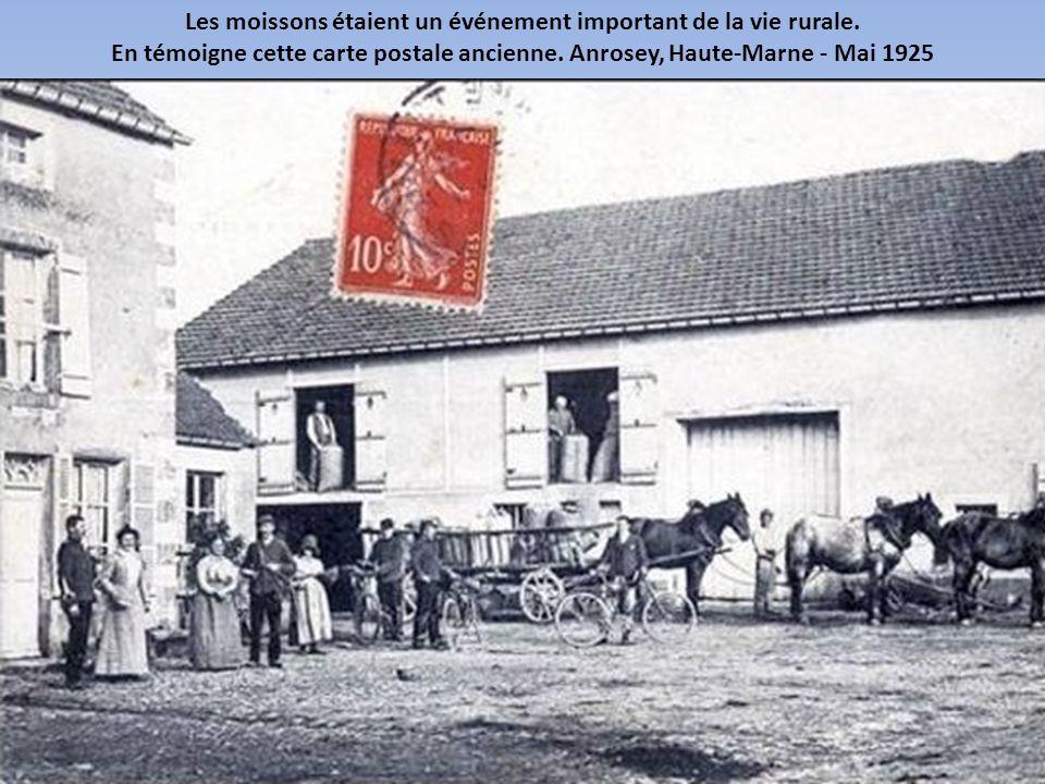 Vu le coût des machines agricoles, les cultivateurs ont commencé à se regrouper pour l'achat ou la location des batteuses. Rantigny, Oise - Février 19