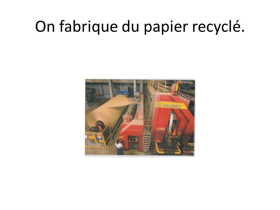 Avec le papier recyclé, on refait des emballages.