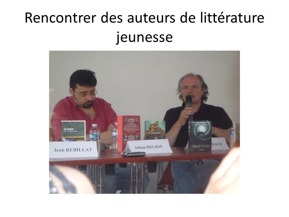 La remise officielle du Prix Cest Erik LHomme le dernier auteur à avoir travaillé avec Pierre Bottero qui sest vu remettre symboliquement le Prix pour 2011.