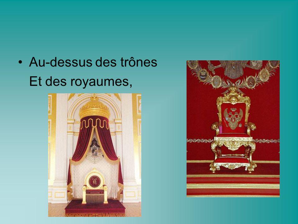 Au-dessus des trônes Et des royaumes,