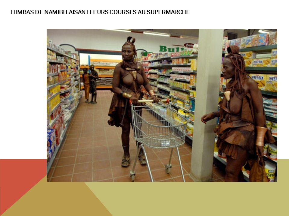 HIMBAS DE NAMIBI FAISANT LEURS COURSES AU SUPERMARCHE