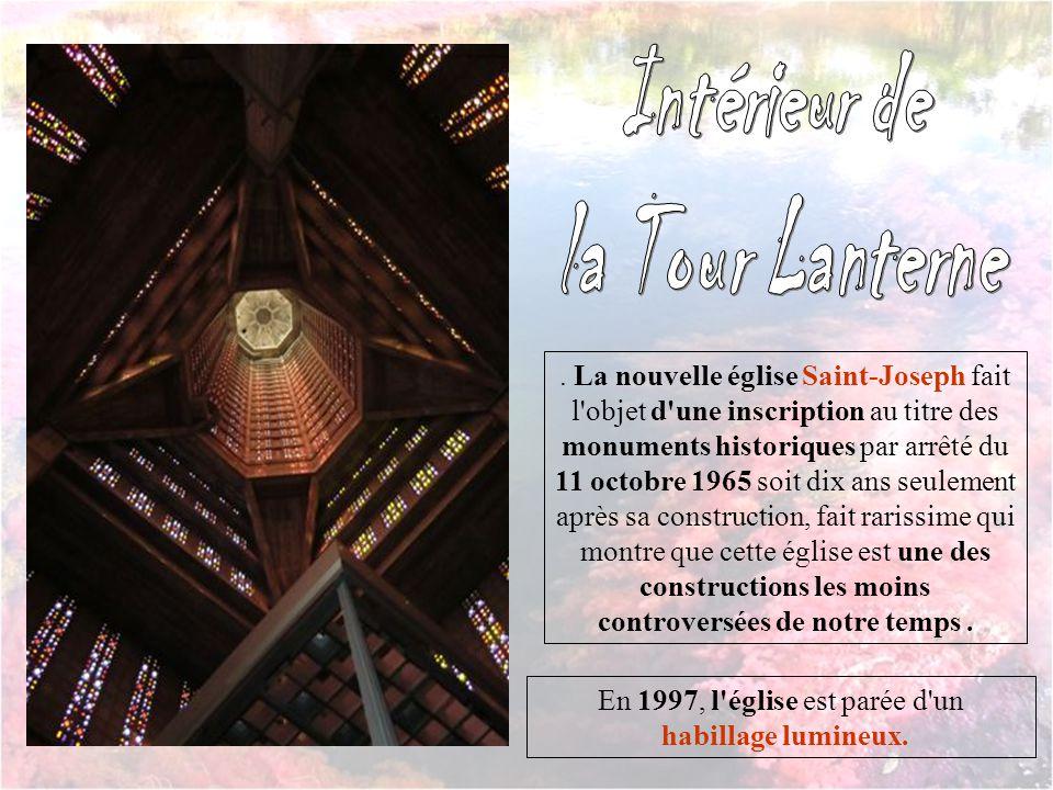 Les travaux débutèrent le 21 octobre 1951 par la pose de la première pierre. La fin du gros œuvre a lieu en octobre 1957 avec l'achèvement de la tour