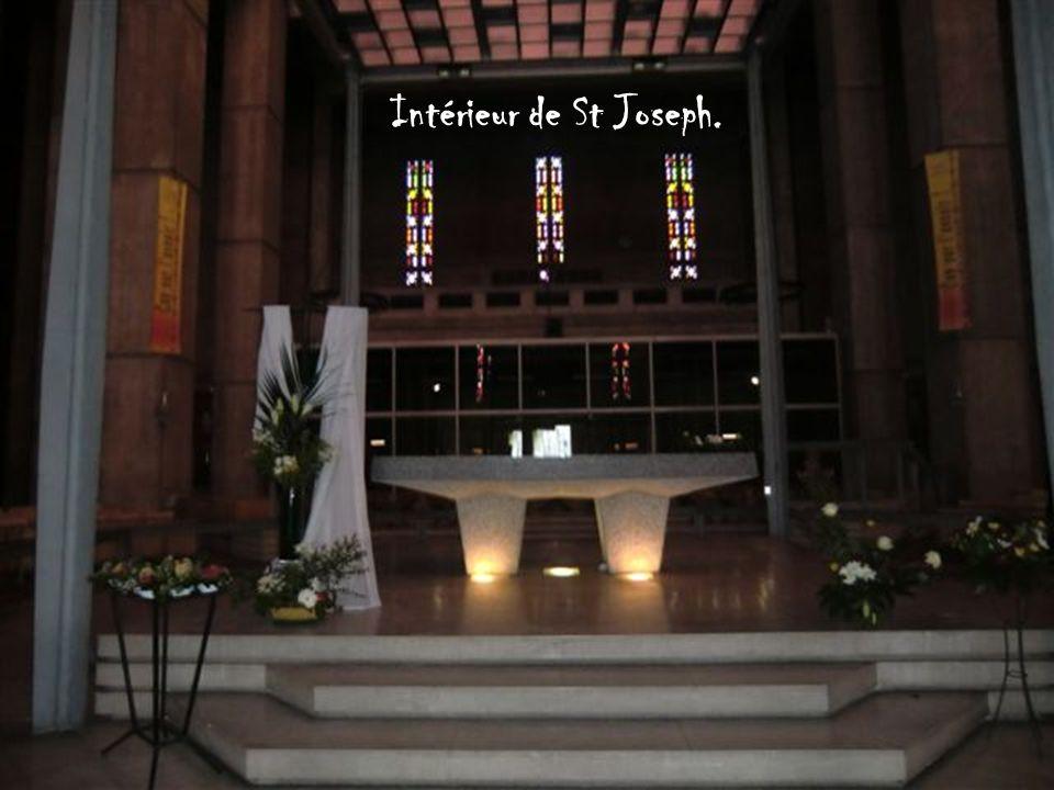 . La nouvelle église Saint-Joseph fait l'objet d'une inscription au titre des monuments historiques par arrêté du 11 octobre 1965 soit dix ans seuleme