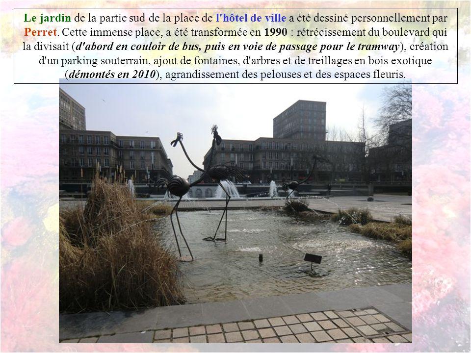 Œuvre des architectes Auguste Perret, Jacques Tournant, l'hôtel de ville est inauguré en 1958. Le premier pieu du corps central est coulé en 1953, la