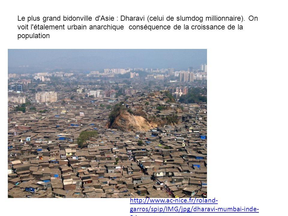 Le plus grand bidonville d'Asie : Dharavi (celui de slumdog millionnaire). On voit l'étalement urbain anarchique conséquence de la croissance de la po