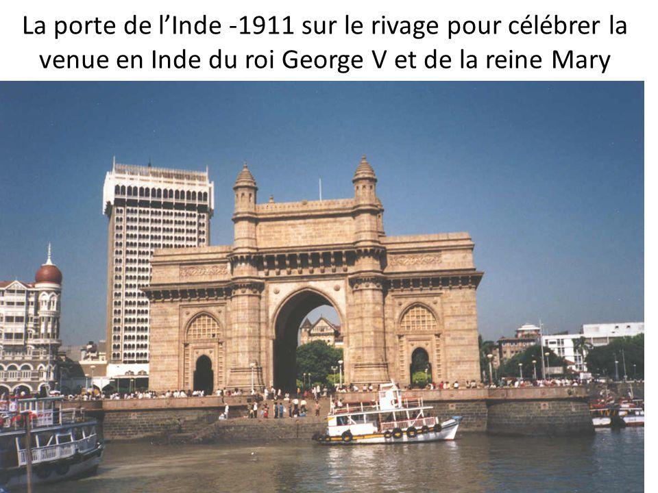 La porte de lInde -1911 sur le rivage pour célébrer la venue en Inde du roi George V et de la reine Mary